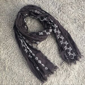 Accessories - 🌸FREE w/ $10 purchase🌸 Embroidered Scarf